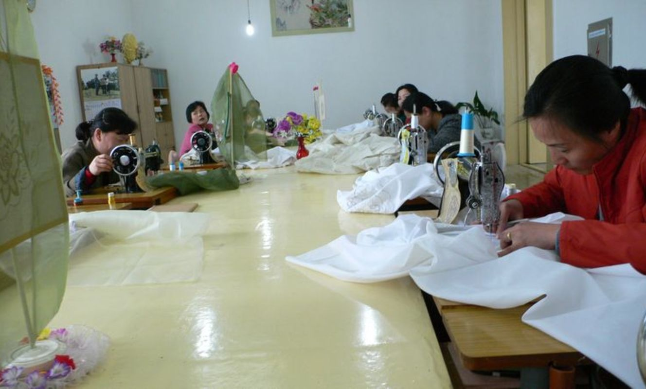 Large tn pyongyang embroidery institute %281%29