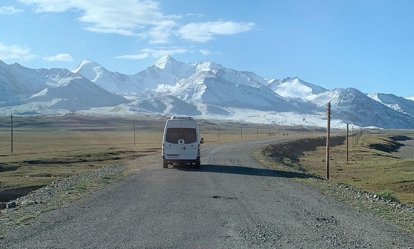 Large looking to the high pamirs