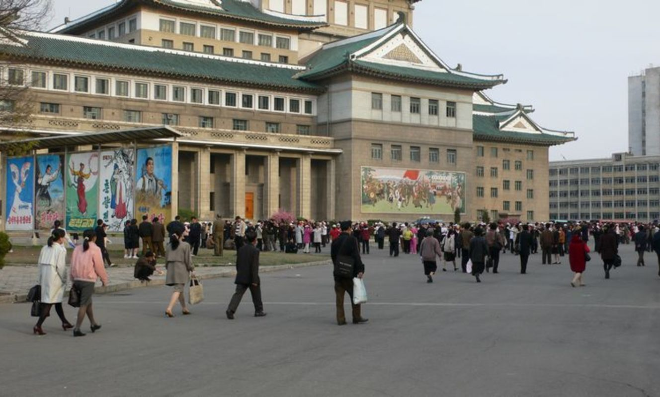 Large tn pyongyang grand theatre %284%29
