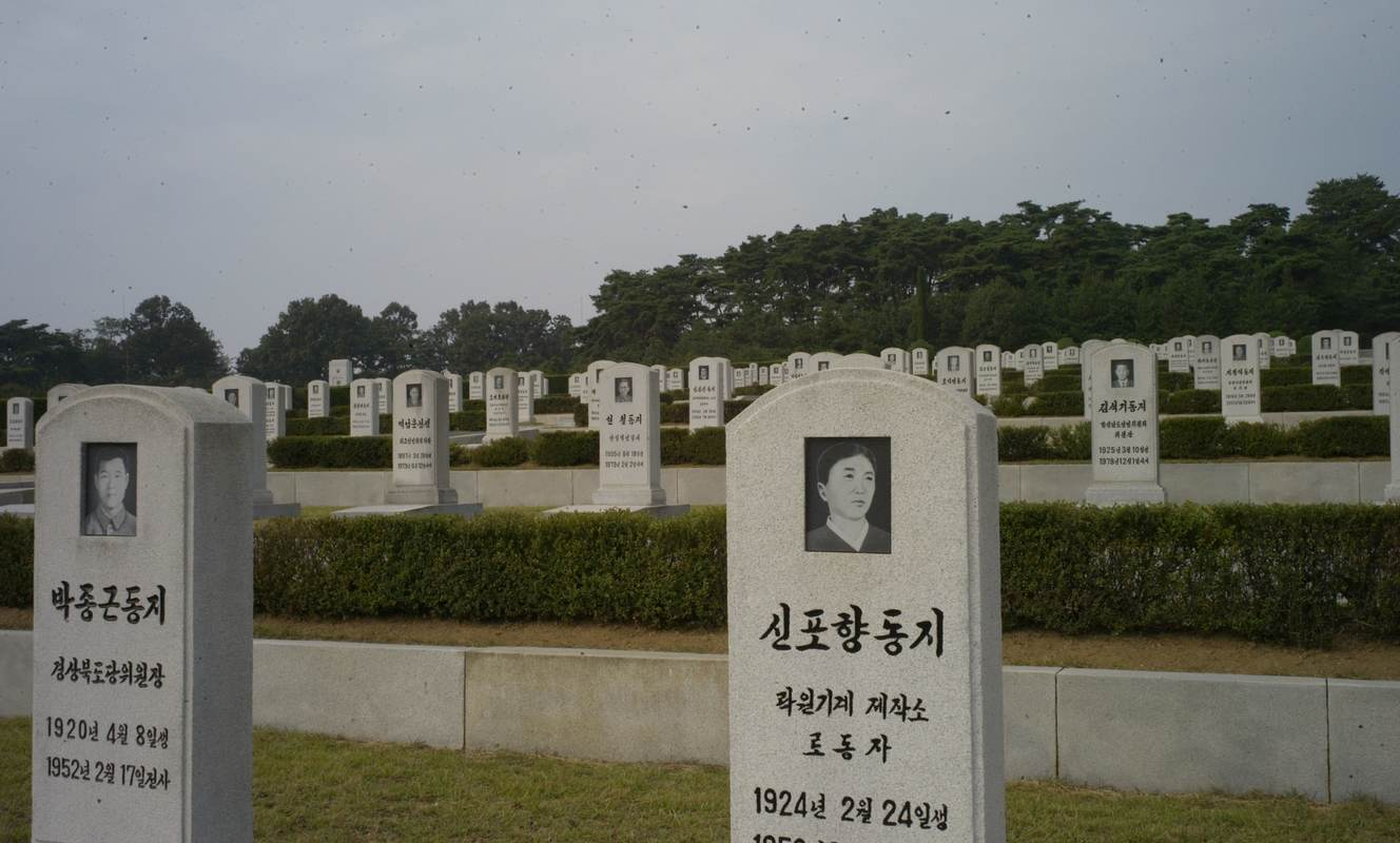 Large war heroes cemetery 4